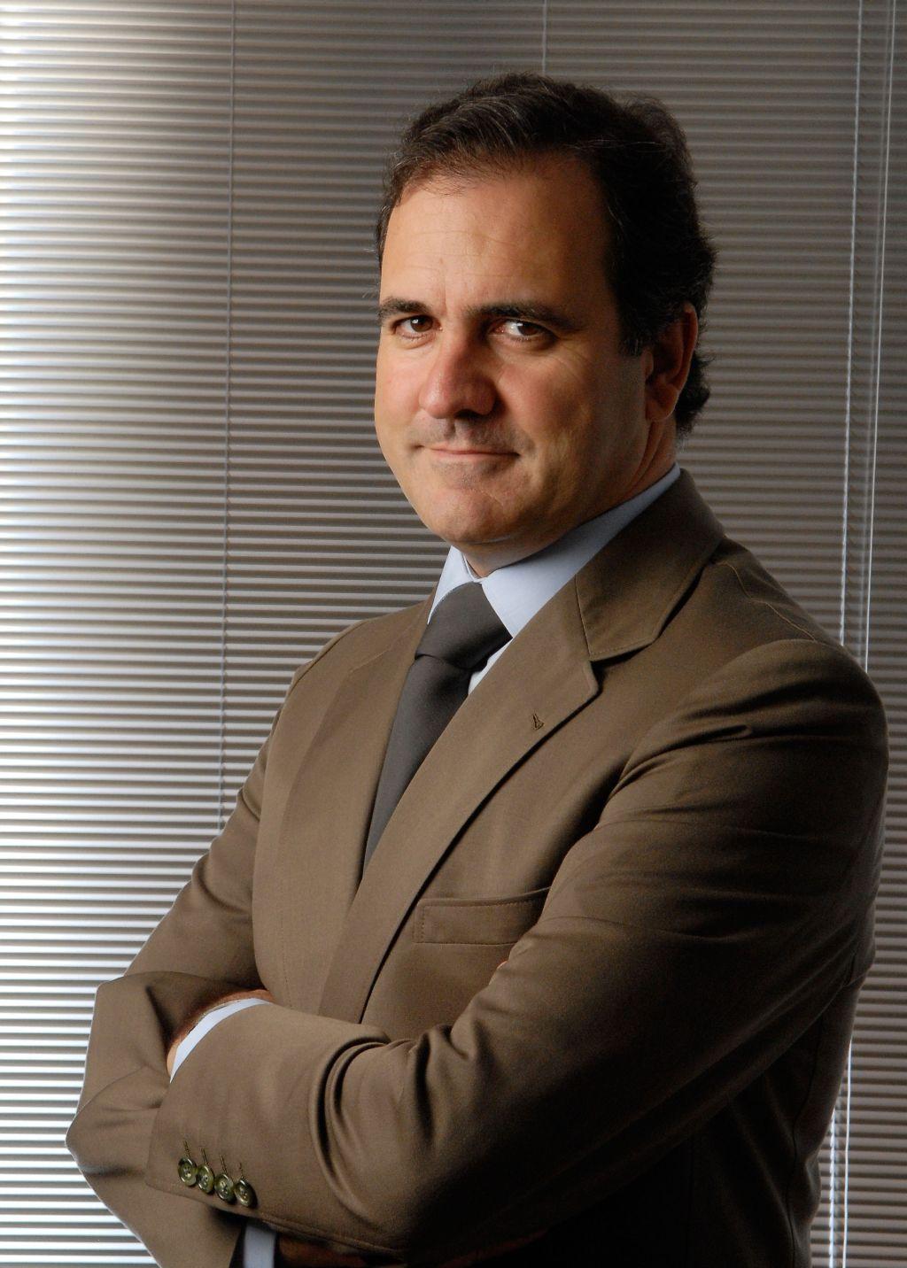 Pires de Lima, Ministro da Economia