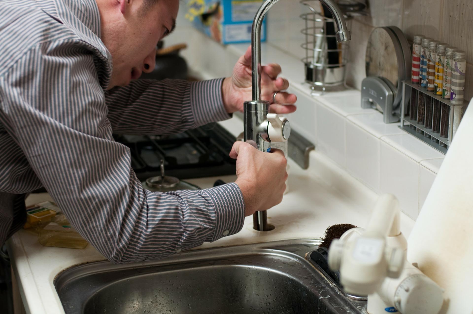 5 dicas para arranjar uma torneira